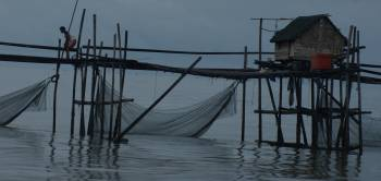 Fishing platforms on the NE approach to Bunyu Is