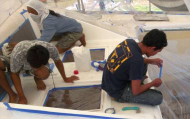 Nut, Lek & Baw masking Ocelot's foredeck for the gelcoat spray